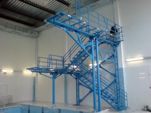 Металлические конструкции. Вышка для прыжков в воду, трапы для спуска в воду, детские и спортивные городки