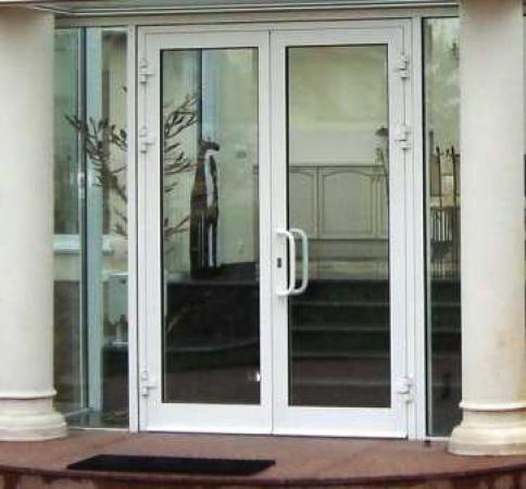 Металлопластиковые двери входная група