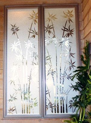 Металлопластиковые окна и двери с пескоструйным рисунком на стеклопакетах