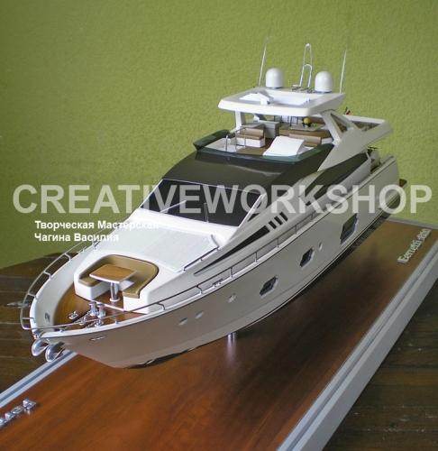Модель яхты Ferretti 800