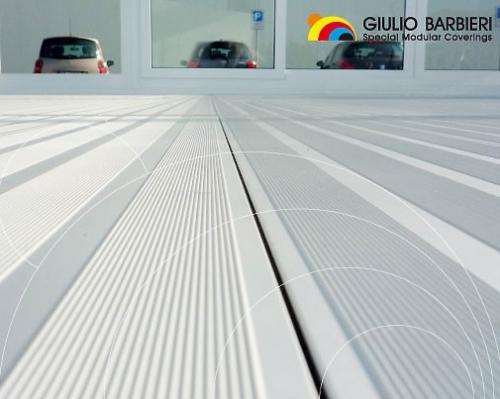 Модульные полы представляют собой алюминиевые модульные напольные покрытия, которые состоят из опорных балок и панелей