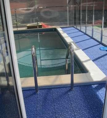 Модульное покрытие вокруг бассейнов открытого и закрытого типа, разные варианты форм и цвета