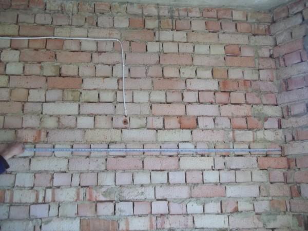 Монтаж електропроводки без штробіння стін