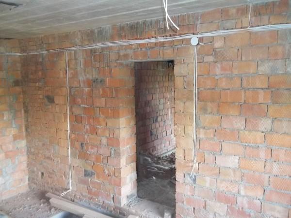 Монтаж електропроводки з штробіння стін