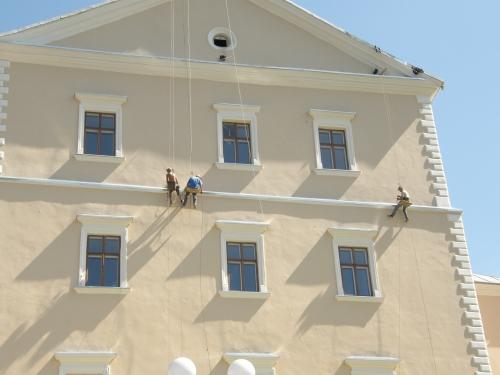 Монтаж освітлення на фасадах (гірлянди, дюралайт)