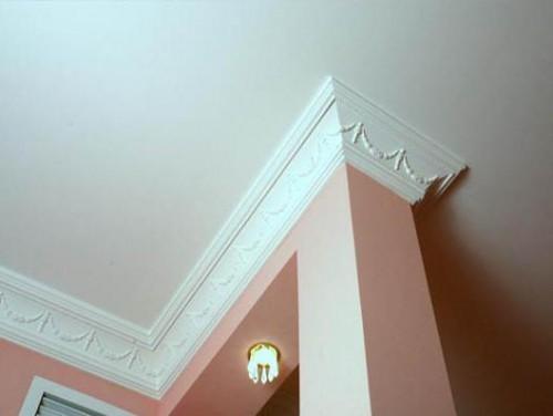 Монтаж потолочного плинтуса, багет