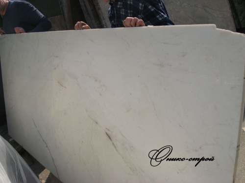 Мрамор Banswara White в слябах толщиной 30 мм.