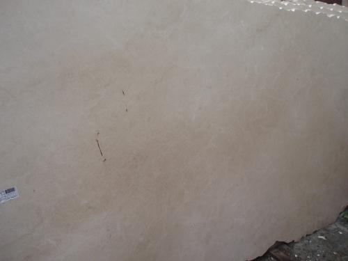 Мрамор. Мраморные слябы. Мрамор Crema Marfil. Изделия - подоконники, столешницы, камин из мрамора, лестница, ступени.