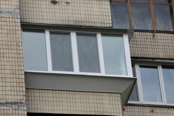 Наружная обшивка балкона пластиковой вагонкой