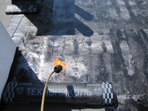 """Настил еврорубероида """"Технониколь&qu ot; с газом, мастикой и доставкой. Латочный ремонт."""