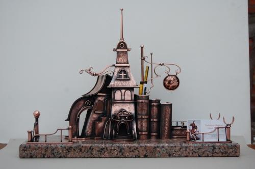 Настольный кабинетный набор. Скульптура из листовой меди. Выс.38см. Дл.50см. Материал - медь, гранит.