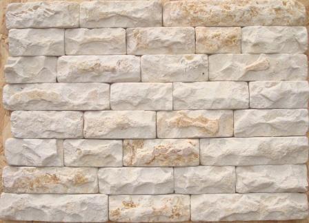 Натуральный, природный камень Известняк бело-рыжий.