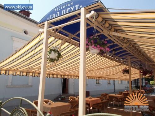 Навесы, маркизы , тенты для летних площадок у кафе, бара, ресторана. Современные солнцезащитные конструкции.