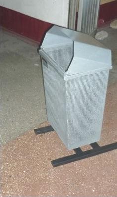 Объем емкости: 0,05 м. куб. Имеется аналогичная урна на 100 л