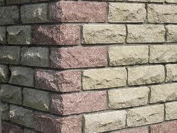 Облицовка поверхностей линейными фасонными камнями