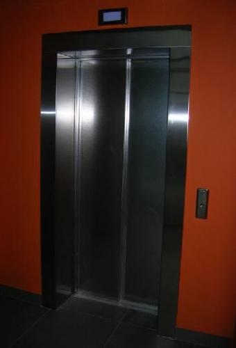 Облицовка труб, колон, лифтов нержавеющей сталью