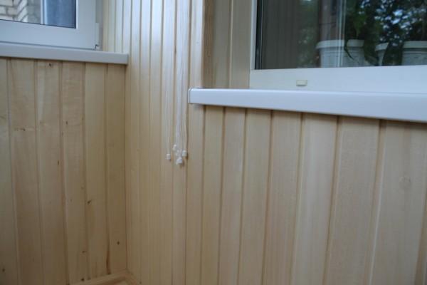 Обшивка балкона ольхой