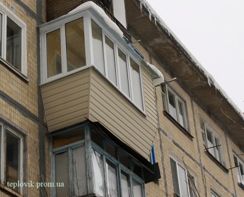 Обшивка балкона сайдингом Киев
