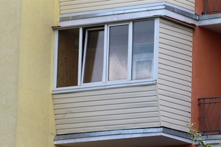 Обшивка балкона сайдингом цена