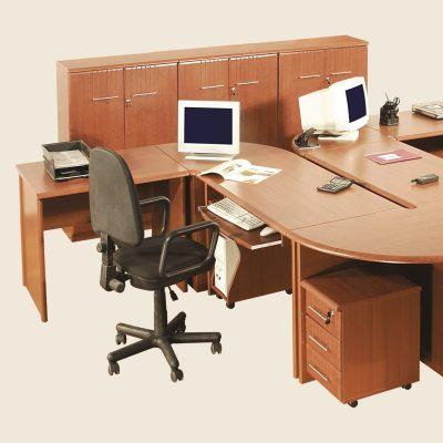 Офисная мебель - омплект собран из модульной системы для офиса.