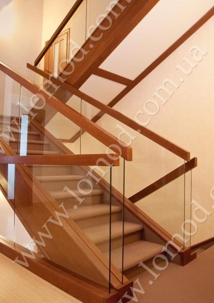 Ограждение лестниц: стекло в интерьере