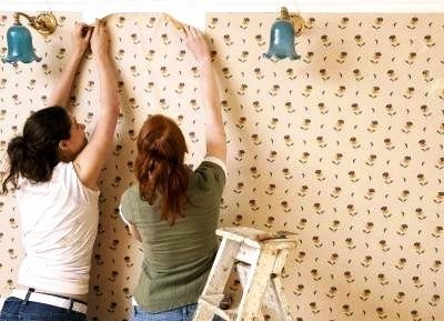 Оклейка стен потолков обоями