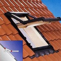 Окно Рото R75 деревяное с окладом 74м*98м, ось поднята на 3/4 высоты окна.
