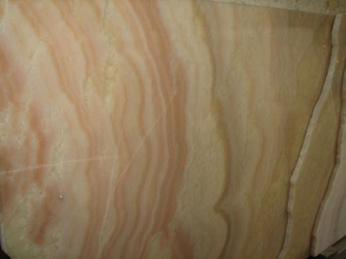 Оникс Мiele (Италия). Камин из оникса. Портал камина из оникса. Столешница из оникса.