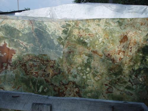 Оникс Onice Verde Green полир. т. 20мм Изделия из мрамора, гранита и оникса