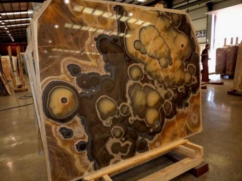 Оникс Valpariso Dark (Италия). Подоконник из оникса. Изделия из оникса. Панно из оникса.
