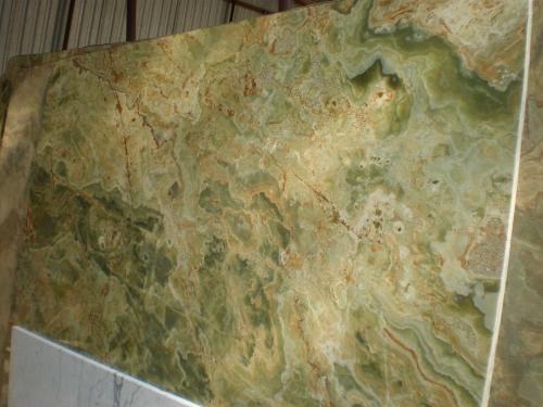 Оникс Verde(Италия). Подоконники из мрамора. Изделия из оникса. Панно из оникса. Столешницы из оникса.