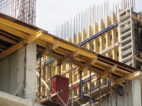 Опалубка горизонтальная(перек рытий)Состоит из балок строительных стоек треног головок-корон поддерживающих головок.