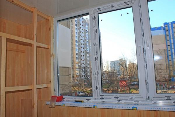 Остекление балкона металлопластиковыми окнами ALMplast