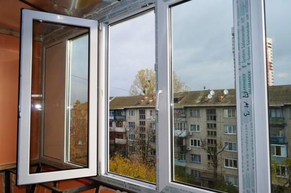 Остекление балкона металлопластиковыми окнами Salamander