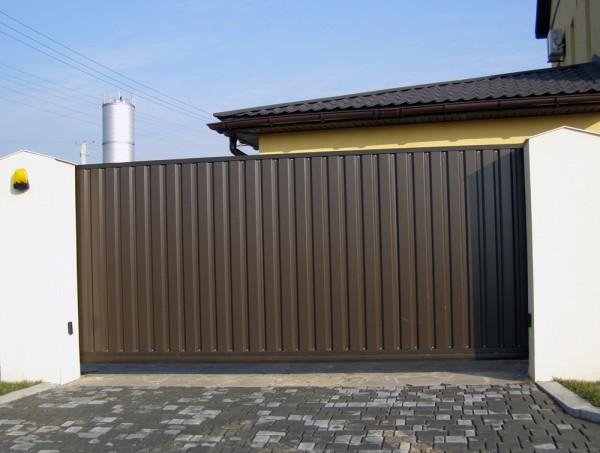 Откатные ворота размером 4 х 2м обшитые профлистом. Изготавливаем ворота по вашим размерам. Автоматика для ворот.