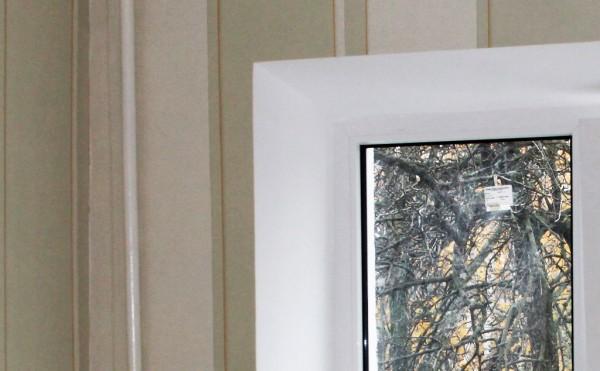 Откосы из влагостойкого гипсокартона на трехстворчатое окно