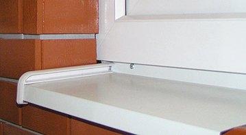 Отливы - ранила, аллюминий 150 мм. Защищаемая поверхность - нижняя часть оконного проема.