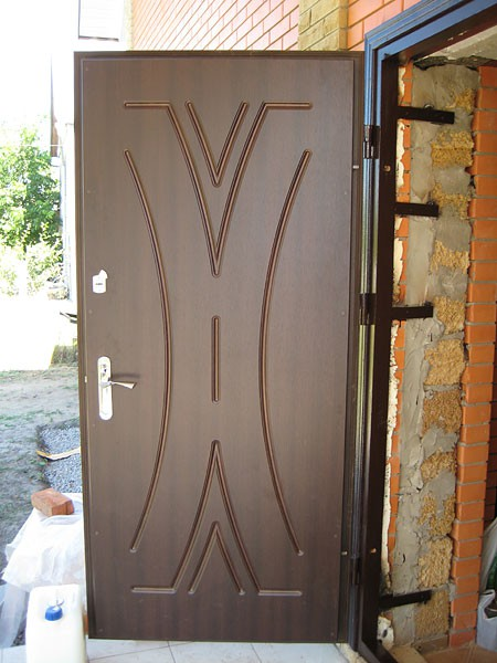 поставить металлические входные двери