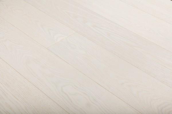 Паркет массивный Ясень белый под лаком без фаски