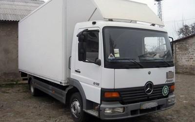 перевозка грузов грузовым автомобилем Mercedes-Benz Atego. Объем кузова 32 куб. м. Грузоподъемность до 5 тонн.