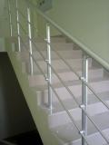 Перила алюминиевые. Высота 900 мм поручень диаметром 50 мм, стойка диаметром 40 мм.