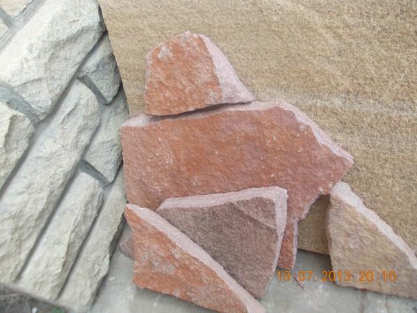 Песчаник красный (термообработанный) любых оттенков (от розового до темно-красного).