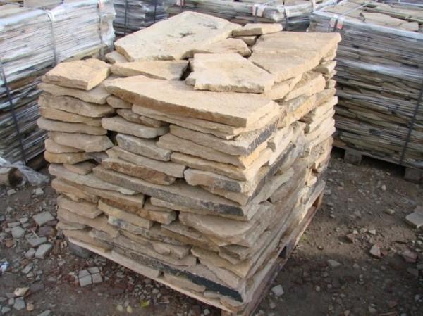 Песчаник облицовочный. Ширина - природной формы; длина - природной формы; толщина - 10-20 мм. Цена: 30-45 грн/м2