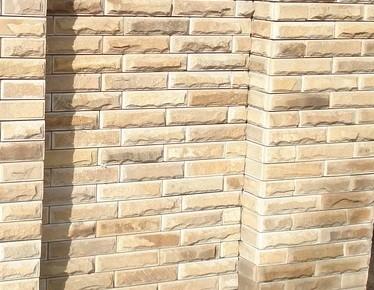Песчаник Кирпичик рустованный с фаской (65х250). Толщина - 20-40 мм.Цена: договорная.