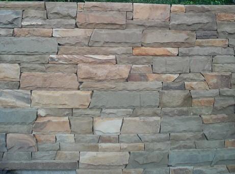 Песчаник Лапша не торцов. рустованная. Ширина - произвольная; длина - природной формы; толщина - 15-50 мм.