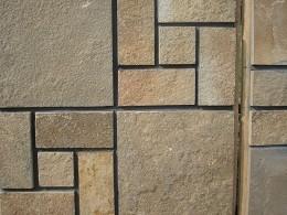 Песчаник Плитка облицов. кр. 5-ти. Резанная со всех сторон с природной поверхностью. Толщина - 10 -30 мм.