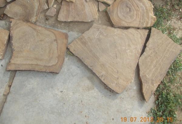 Песчаник цвет: коричневый, желтый с узором.