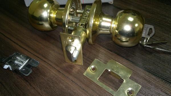 Петля универсальная LEGION,100*75*2,5, сталь, 4 подшипника Ручка защитная LEGION, с ключами