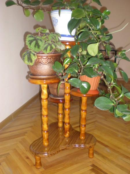 Підставка під вазони деревяна