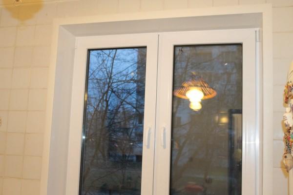 Пластиковые откосы из сэндвич панелей на двухстворчатое окно